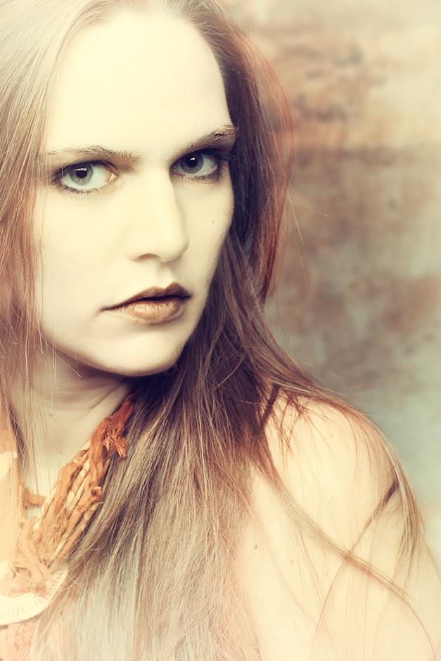 Portrait einer Frau mit roetlichen Haaren