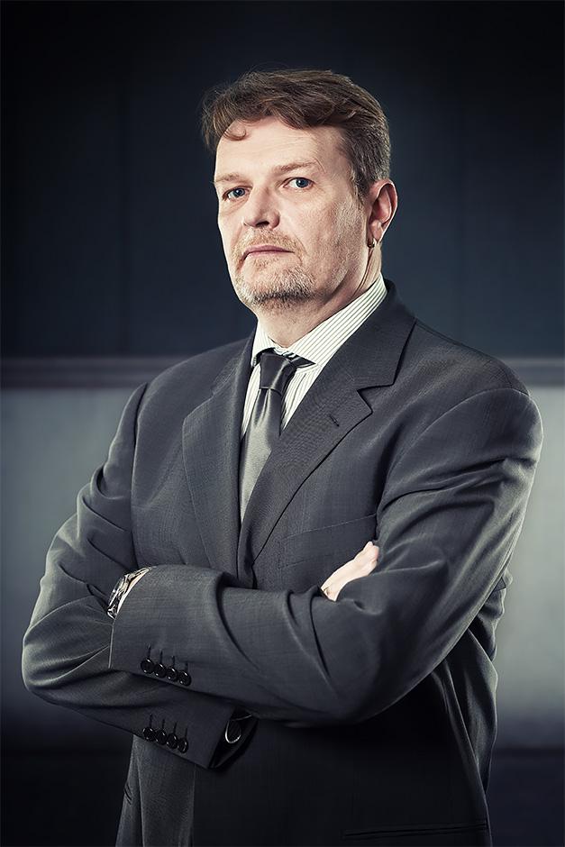 Mann im grauen Anzug - like a Boss