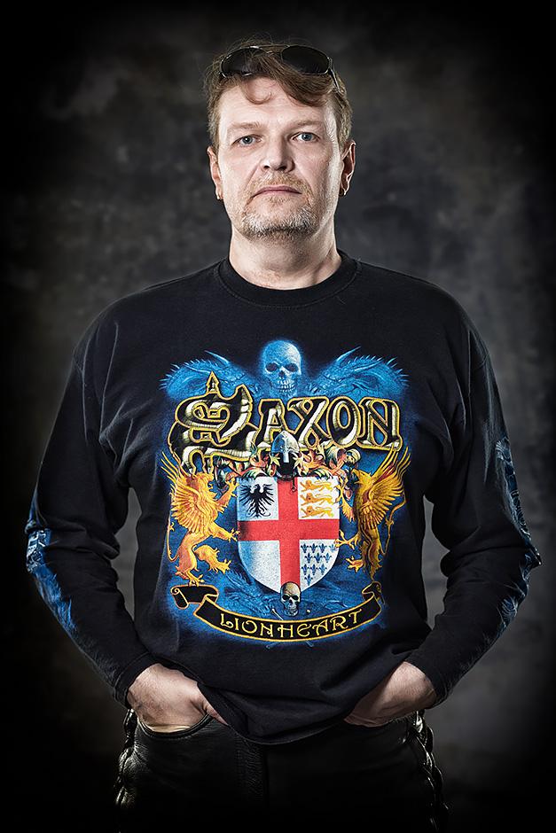 Portrait Mann mit Saxon Shirt