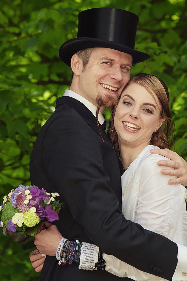 Brautpaar im vintagelook mit Frack und Zylinder
