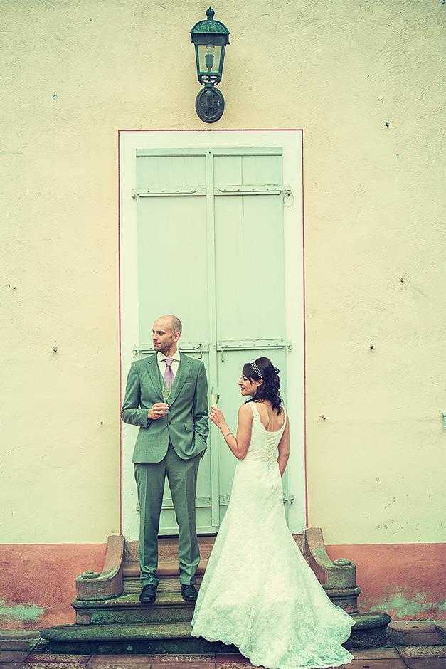 Brautpaar vor dem Wilhemsbad in Hanau