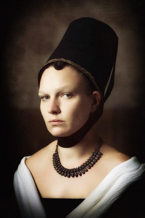 Bildnis einer jungen Dame Petrus Christus 1470 - Nicole Friedersdorf - Darkdirndl - Historic Couture